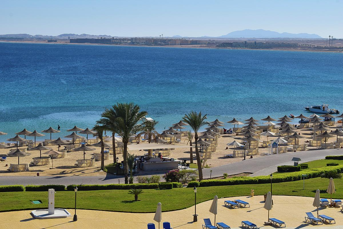 hurghada chat Hurghada stretches for about 60 km along the red sea coast, and has more than 80,000 inhabitants: mostly immigrants from upper egypt, seeking investment and work opportunities in the this.